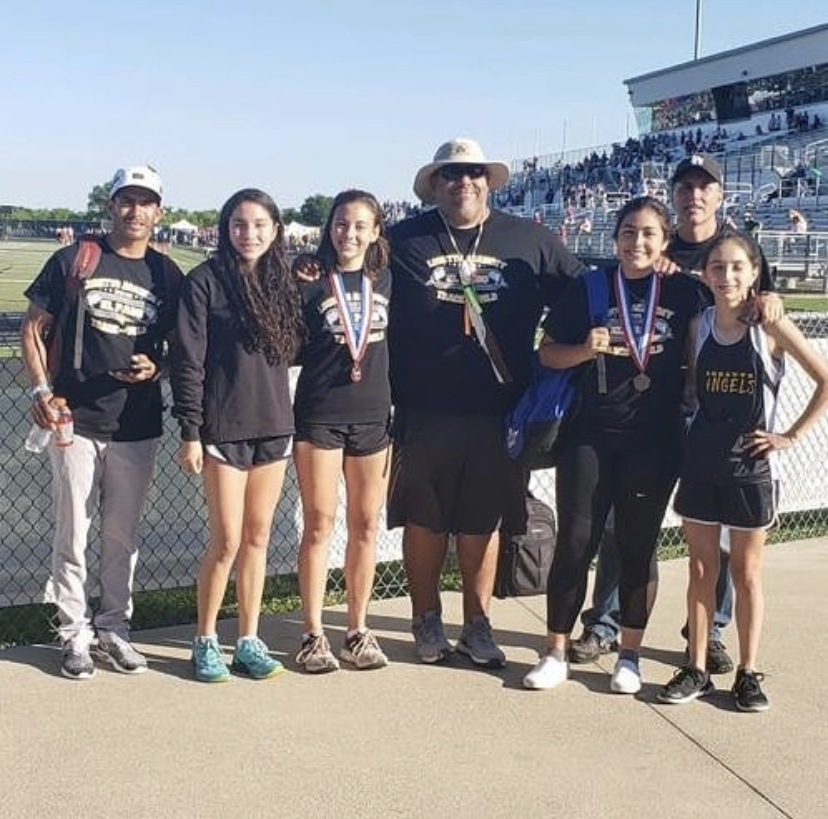 Loretto%27s+Varsity+Track+team+at+2019+regionals.+%28Photo+courtesy%3A+%40lorettoxc+via+Instagram%29