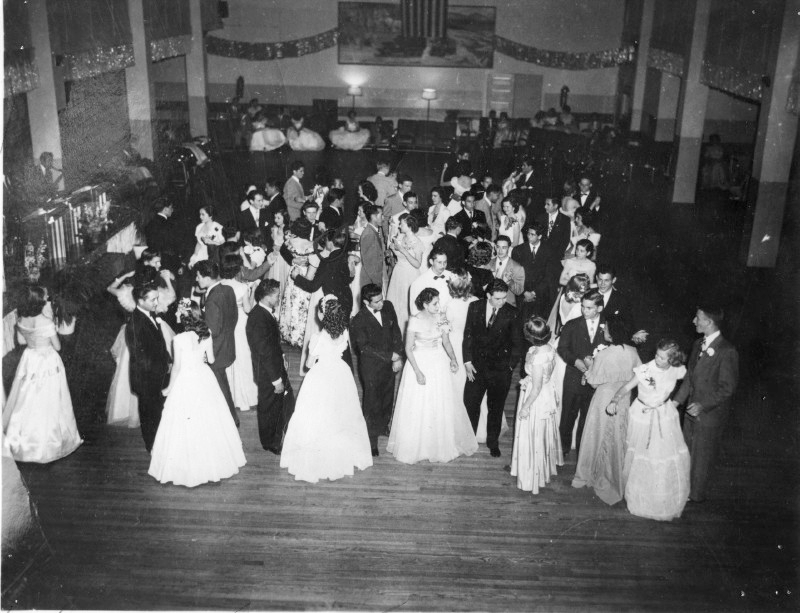 Prom+night+at+Loretto+Academy+1942.+Photo+courtesy+of+digie.org.+
