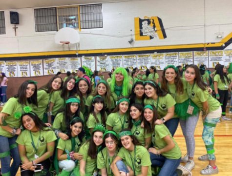 Juniors at field day. Photo courtesy of Cristina Robles.