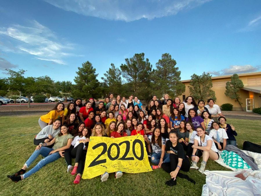The+class+of+2020+at+their+senior+sunset.+The+class+gathered+on+the+soccer+field+to+watch+the+sunset+and+make+memories.+Photo+courtesy+of+Rebecca+Terrazas.